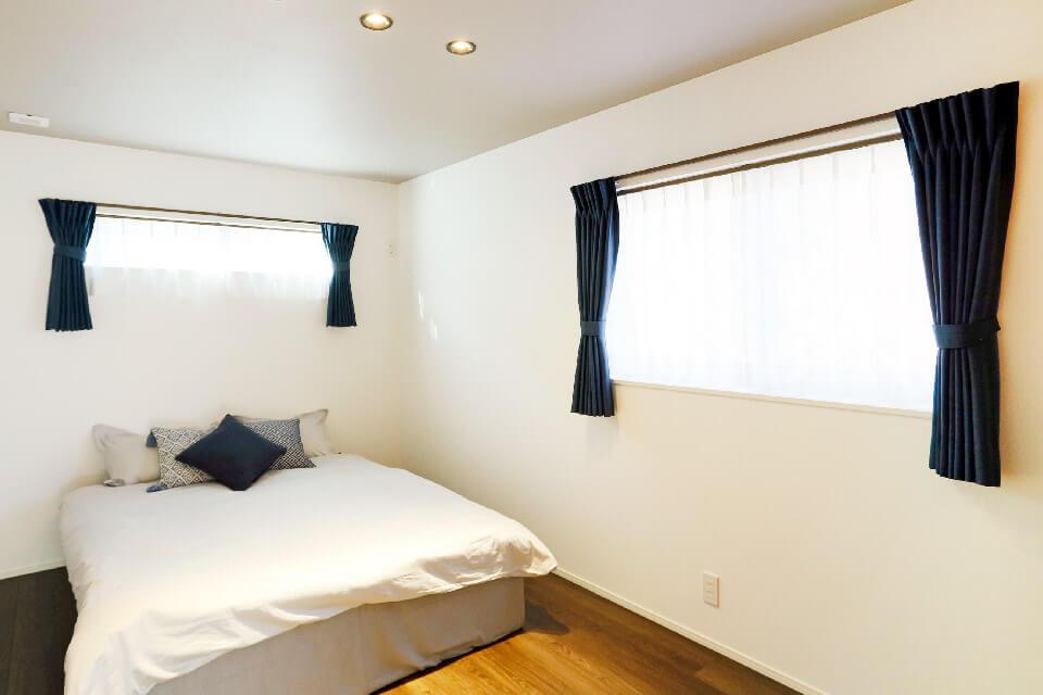 Airflow+FANシステムを装備している寝室