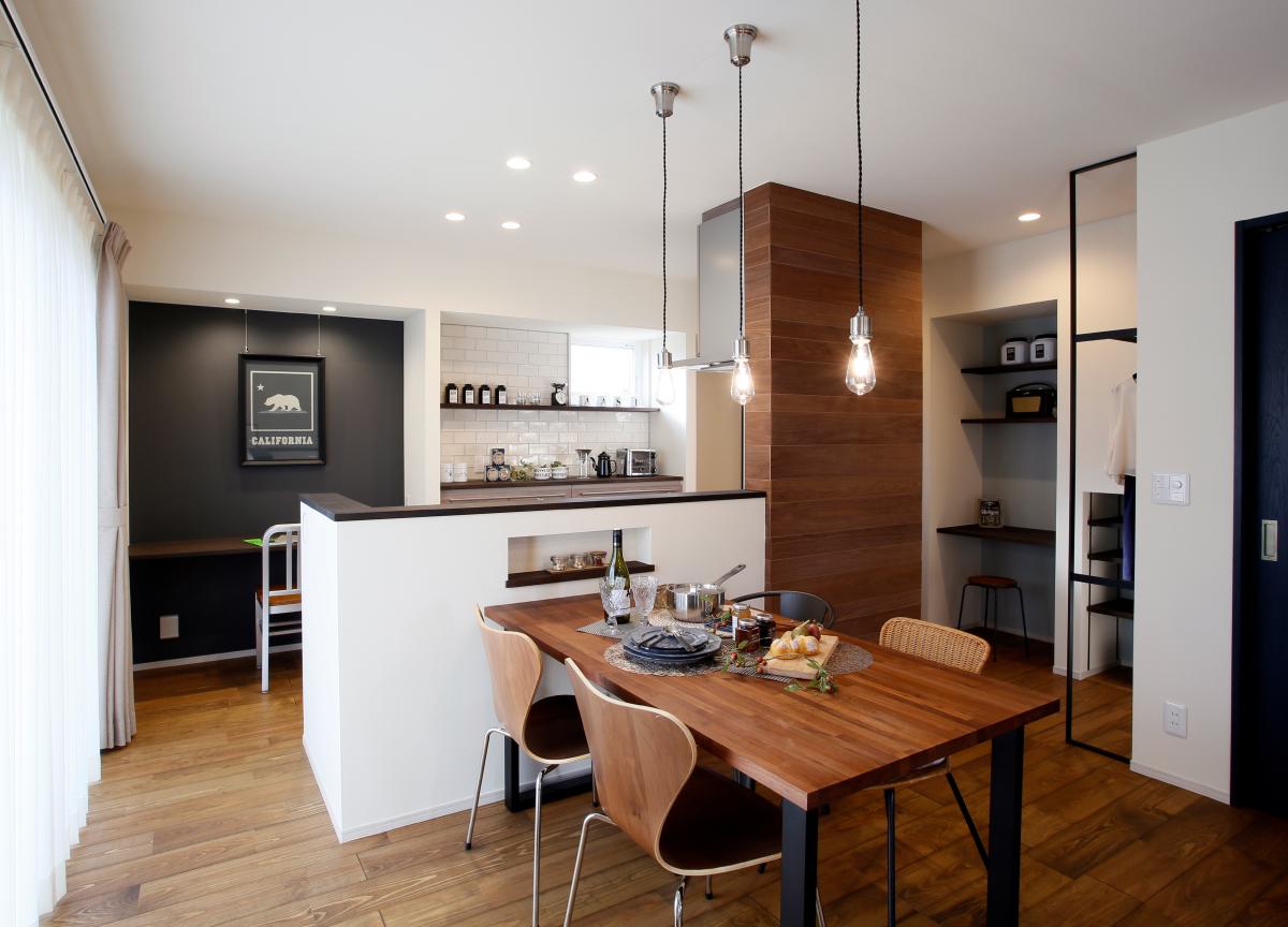 リノベーションお披露目会「ストレスフリーな回遊キッチンのシックモダンな家」