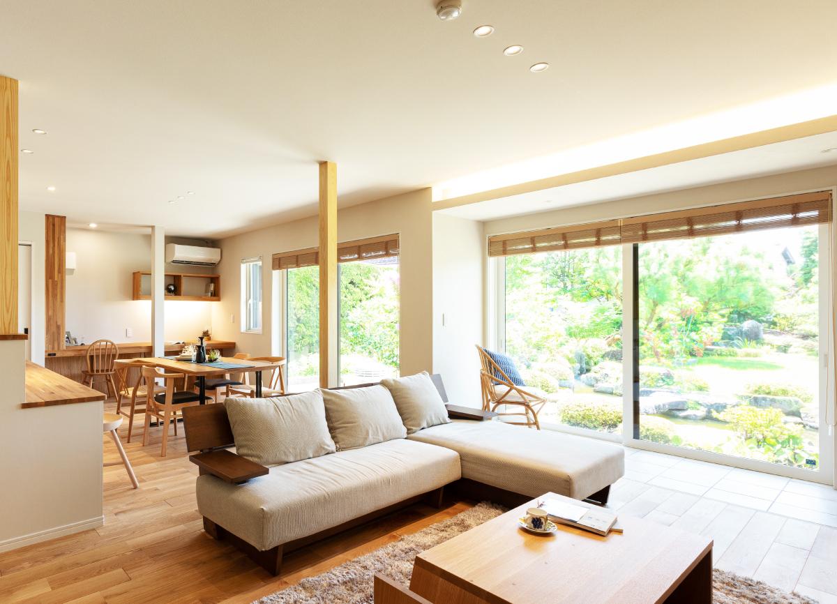 リノベーション オープンハウス「緑豊かな庭を感じる自然素材が心地よい暖かな家」