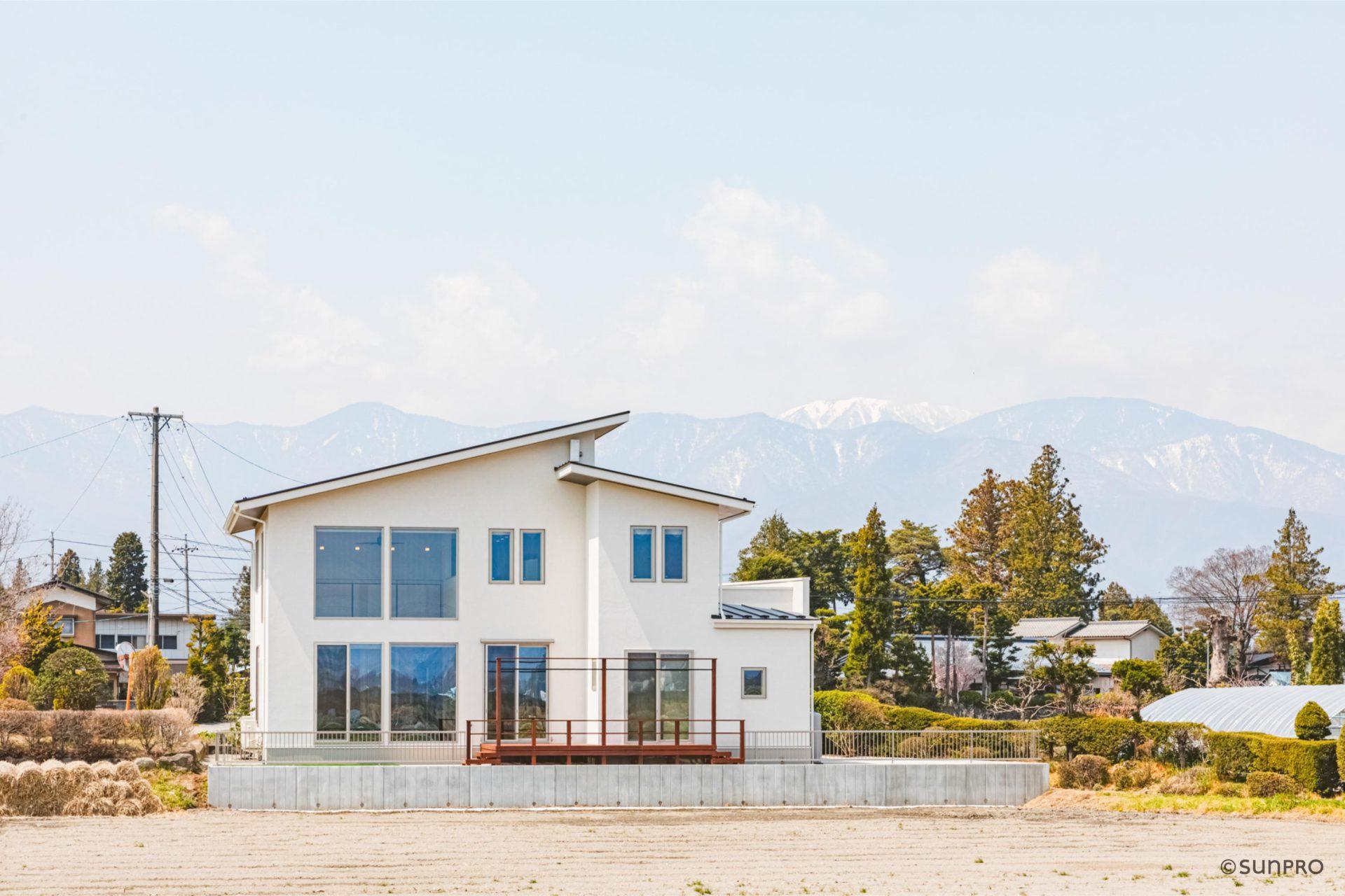 山並みを望む 大空間の家